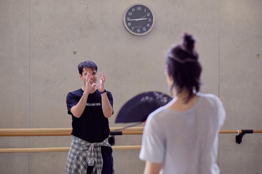 """Demis Volpi mit Dukin Seo in einer Probe für """"A First Date"""" (Foto: Daniel Senzek)"""