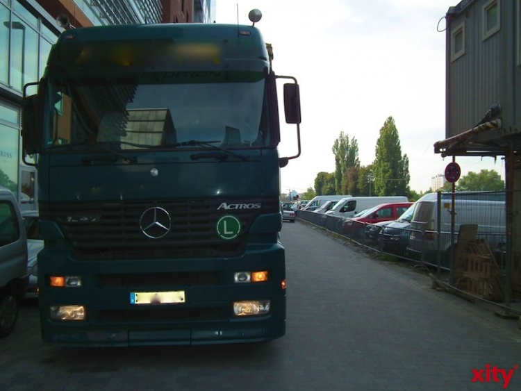 LKW-Fahrer verliert die Kontrolle übers Fahrzeug (Foto: xity)