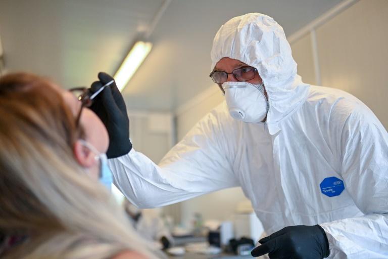 AOK will Preis für Corona-Tests drücken (© 2020 AFP)