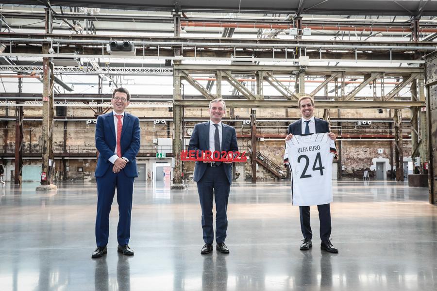 Martin Kallen, CEO UEFA Events SA, OB Thomas Geisel und Philipp Lahm, Geschäftsführer DFB EURO (Foto: Stadt Düsseldorf/Melanie Zanin)