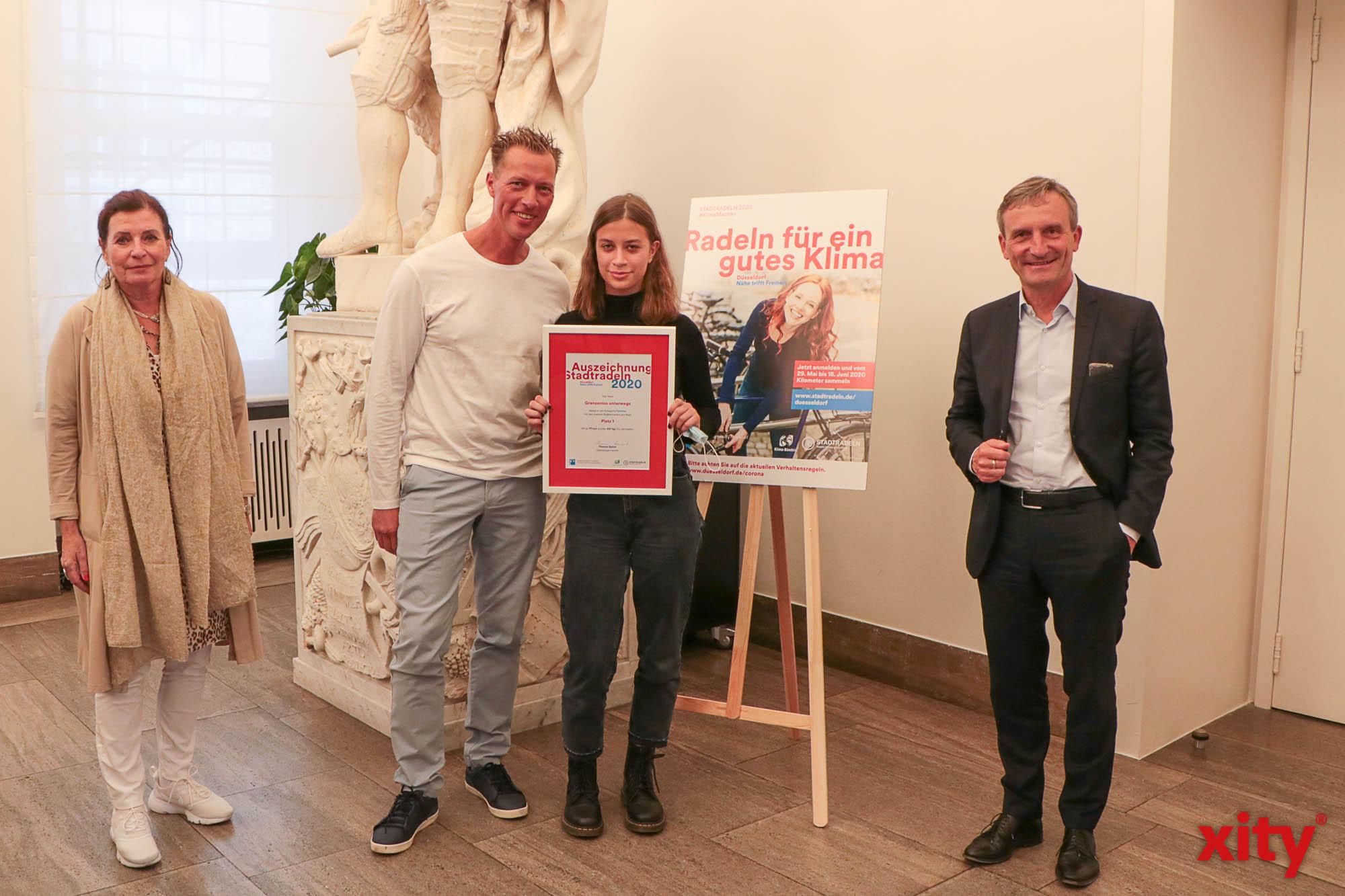 """Düsseldorfs Oberbürgermeister Thomas Geisel zeichnete die Sieger des Wettbewerbs """"Stadtradeln"""" aus (Foto: xity)"""