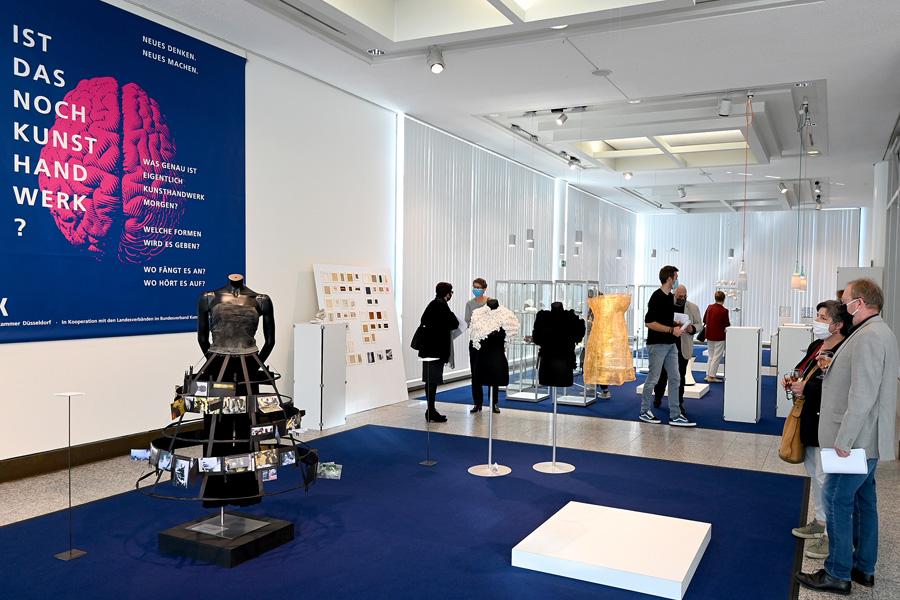 """Ausstellung """"Ist das noch Kunsthandwerk?"""" in der Handwerkskammer (Foto: Handwerkskammer Düsseldorf)"""