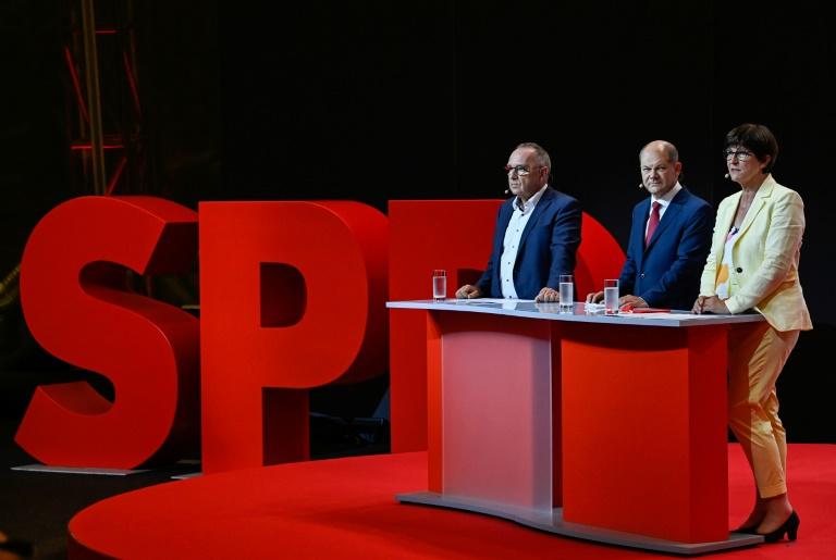 """Walter-Borjans sieht SPD trotz Stimmenverlusten in NRW im """"Aufwärtstrend"""" (© 2020 AFP)"""