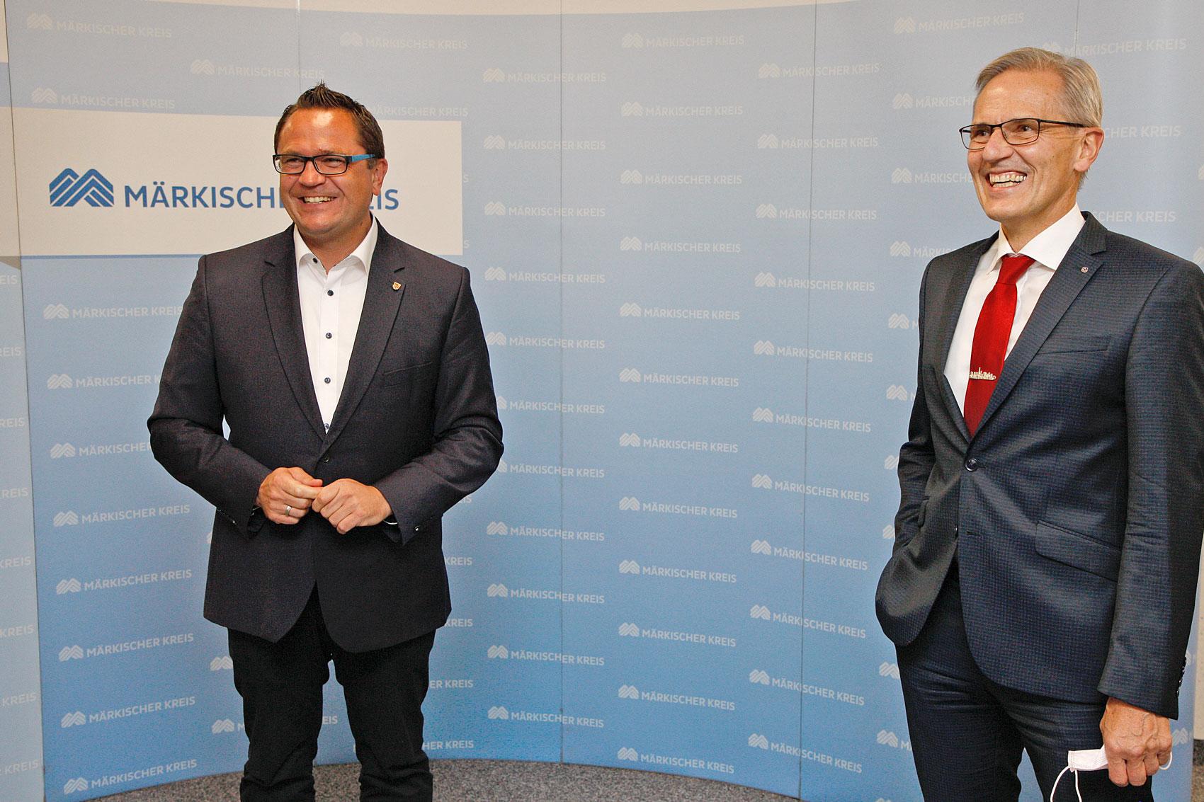 Marco Voge und Volker Schmidt müssen in zwei Wochen noch einmal bei der Stichwahl um den Landratsposten gegeneinander antreten. (Foto: Hendrik Klein/Märkischer Kreis)