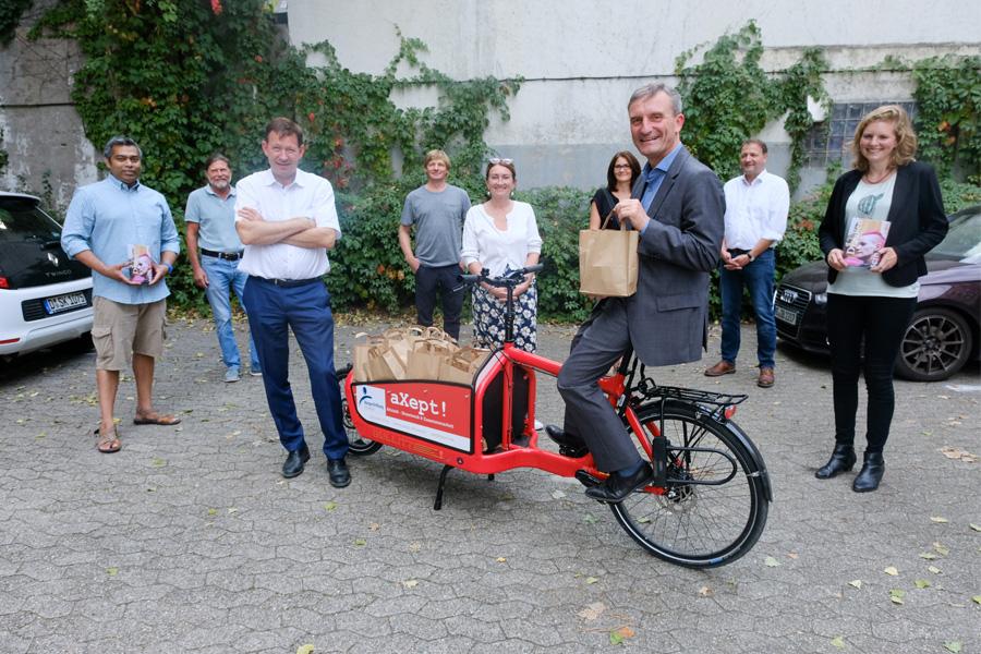 300 Proviantpakete für obdachlose Menschen werden täglich gepackt und auch per Rad ausgeliefert (Foto: Stadt Düsseldorf/Michael Gstettenbauer)