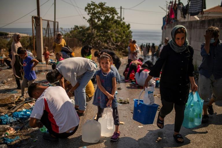 Walter-Borjans für ausgeweitete Aufnahme von Flüchtlingen aus Lager Moria (© 2020 AFP)
