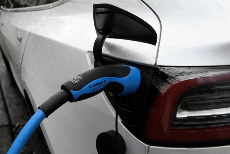 Studie: Realer CO2-Ausstoß von Plug-in-Hybriden übersteigt Angaben deutlich (© 2020 AFP)