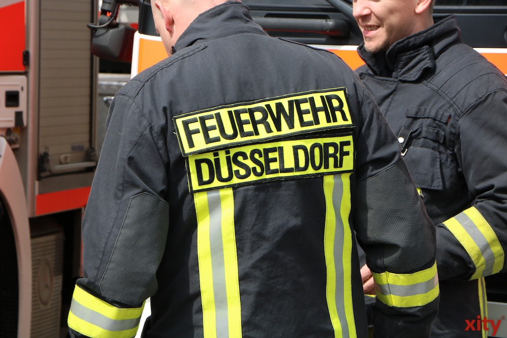 Brennende Baumaterialien auf Baustelle: Feuerwehr verhindert Ausbreitung des Feuers (Foto: xity)