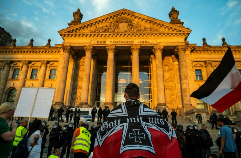 Schrebergärtner in Wilhelmshaven muss sich wegen Reichskriegsflagge verantworten (© 2020 AFP)
