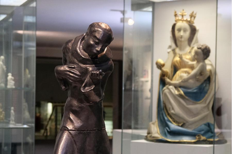 """Sonderausstellung """"Göttliche Welten - Glaubensbilder aus 4.000 Jahren"""" (Foto: Stadt Düsseldorf/Wilfried Meyer)"""