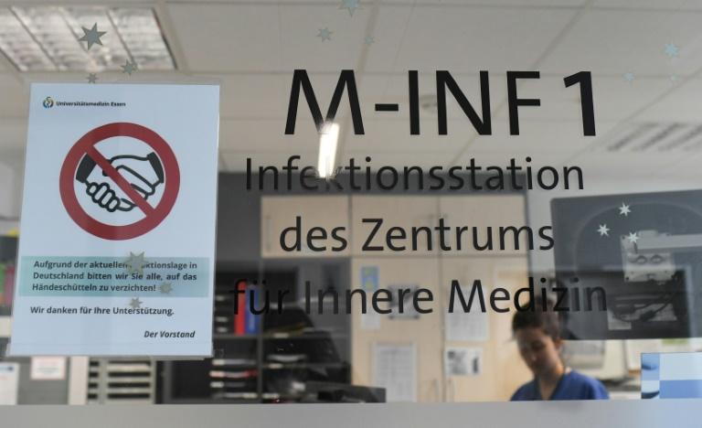 Bei der Corona-Prämie für Pflegekräfte bleiben 70 Prozent der Kliniken außen vor (© 2020 AFP)
