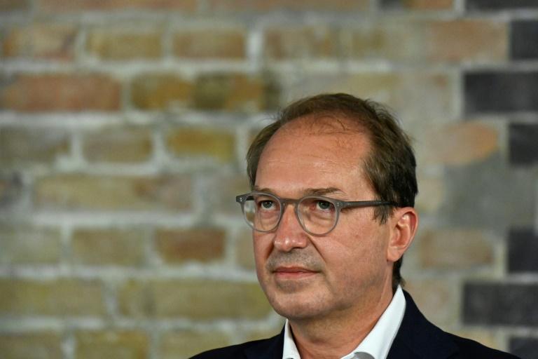 Dobrindt wirft deutschen Großstädten lasches Corona-Management vor (© 2020 AFP)