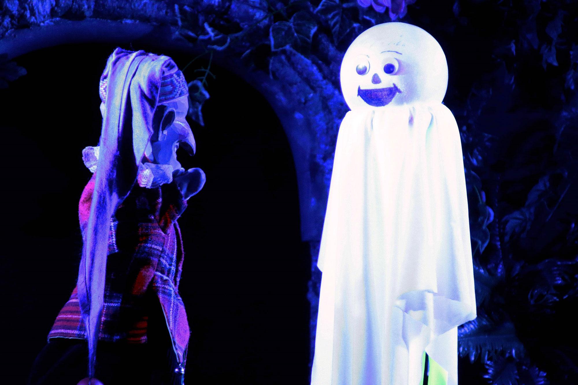 Josef Tränklers Puppenbühne gastiert, passend zur Jahreszeit, mit einer Halloween-Geschichte in Haltern am See. (Foto: OMK MEDIA Oliver M. Klamke)