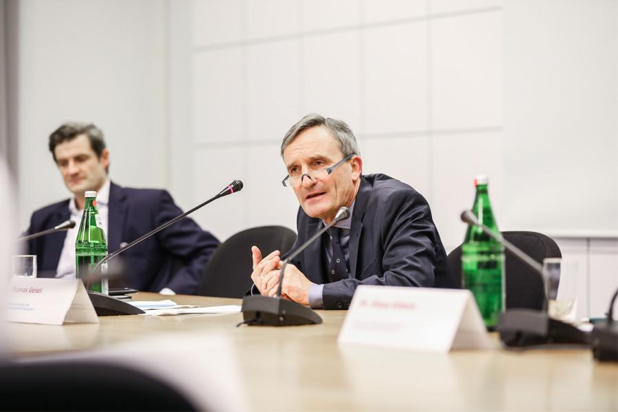 OB Thomas Geisel (r.) und Ordnungsdezernent Christian Zaum erläuterten das Stufenkonzept (Foto: Stadt Düsseldorf/Melanie Zanin)