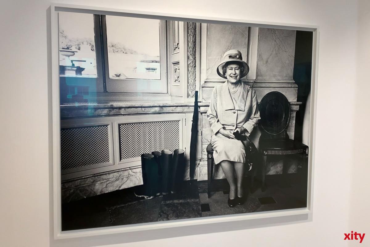 Unter den Portraitierten finden sich viele Prominente. So auch die Queen von England (Foto: xity)