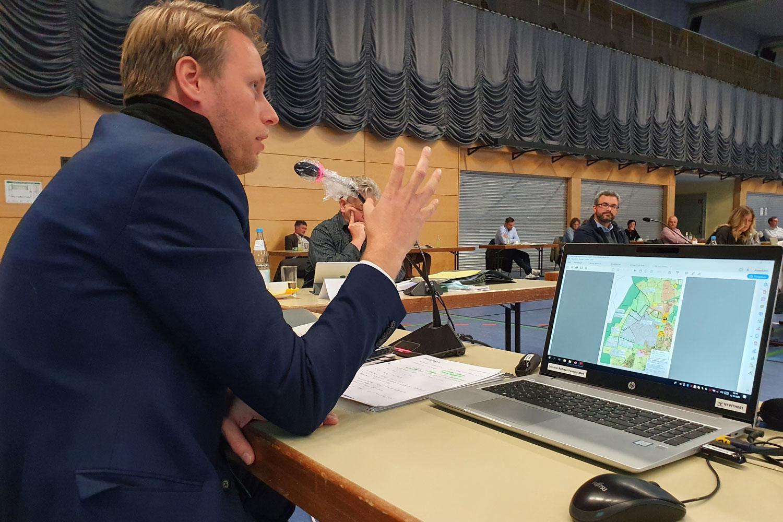 Oberbürgermeister Herrera Torrez warb im Gemeinderat um Zustimmung zur weiteren Entwicklung des Reinhardshofs. (Foto: Stadt Wertheim)