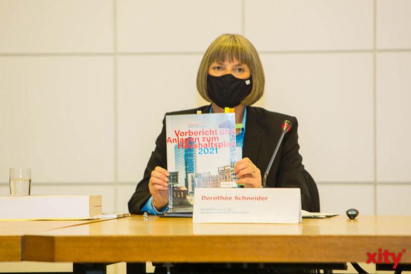 Stadtkämmerin Dorotheè Schneider präsentiert den Haushaltsplanentwurf 2021 (Foto: xity)