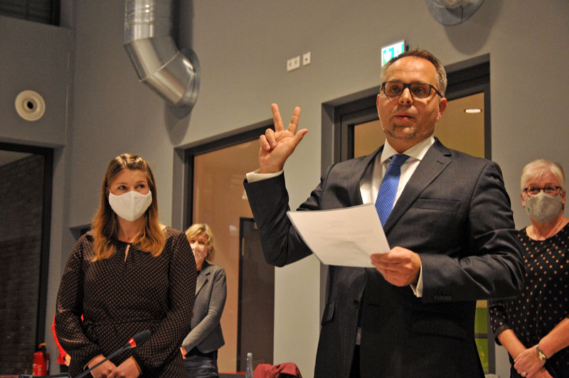 Bocholts Neu-Bürgermeister Thomas Kerkhoff legt den Amtseid ab.(Foto: Bruno Wansing)