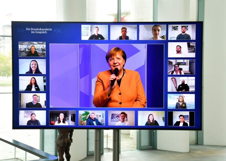 Merkel mahnt mehr Anstrengungen zum digitalen Ausbau in den Schulen an (© 2020 AFP)