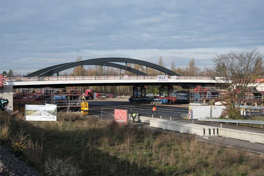 Die neue Brücke am Heerdter Lohweg (Foto: Stadt Düsseldorf/Michael Gstettenbauer)