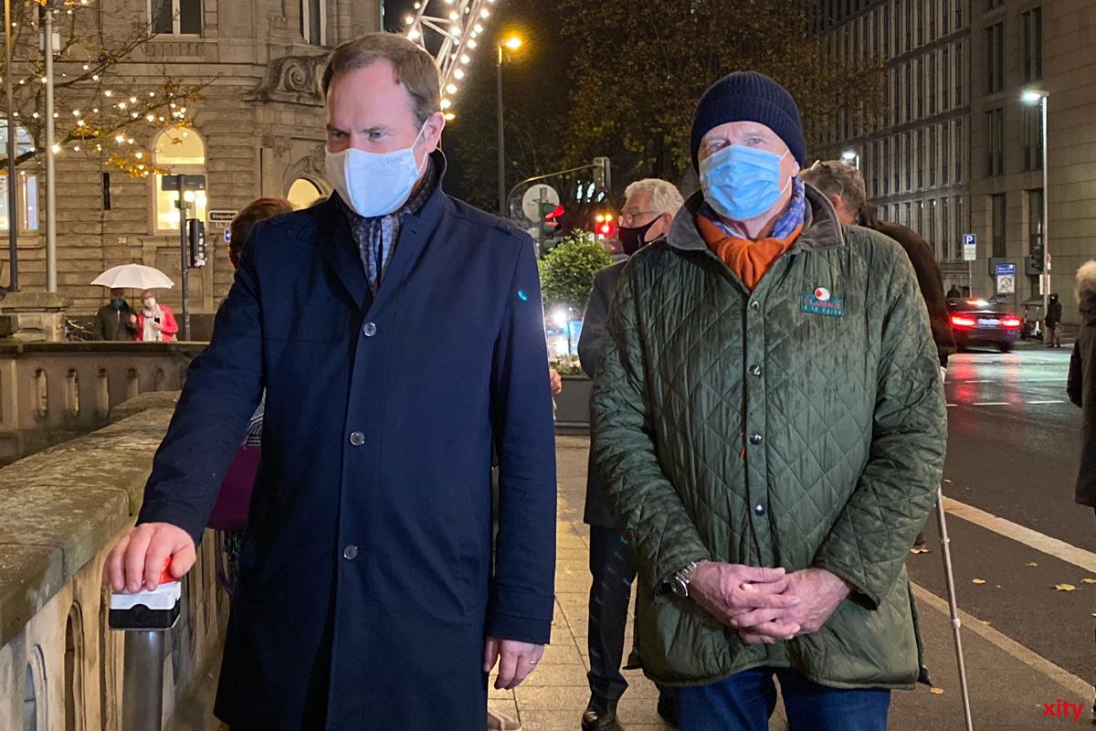 Dr. Stephan Keller (links) schaltete den Lichterdom zum ersten Mal ein (Foto: xity)