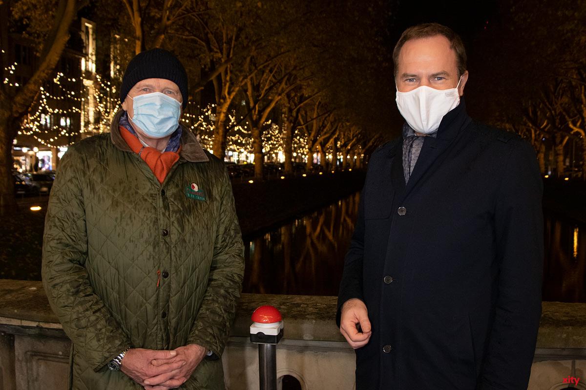 Peter Wienen illuminierte gemeinsam mit Düsseldorfs OB Dr. Stephan Keller den Lichterdom (Foto: xity)