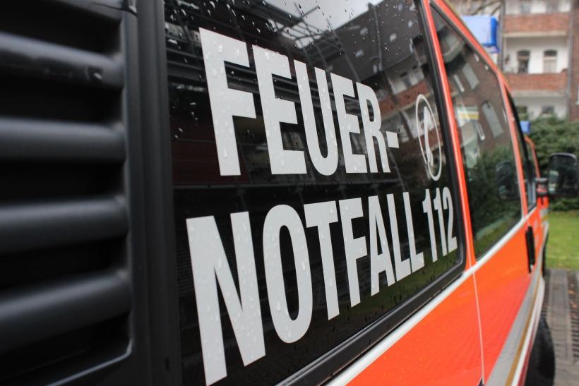 Düsseldorf: Brennender Linienbus in Bilk von Feuerwehr gelöscht (Foto: xity)