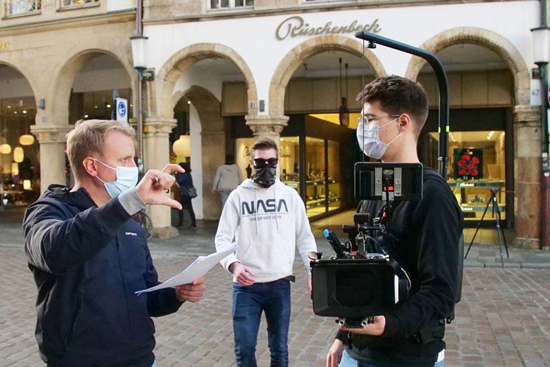 Regisseur Simon Jöcker und Kameramann Robert Kirschner besprechen einen Shot. (Foto: Simon Büchting)
