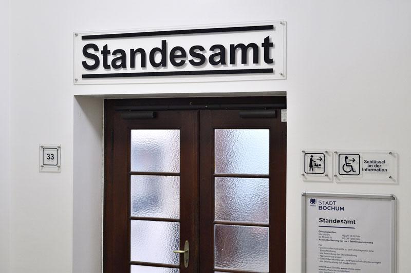Der Eingangsbereich des Standesamtes in Bochum, (Foto: Lutz Leitmann)