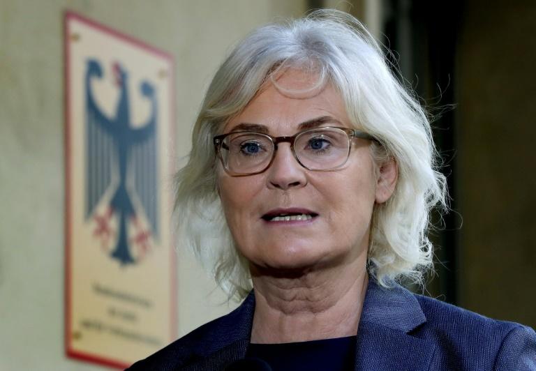 """Lambrecht wirft """"Querdenkern"""" Angriff auf demokratische Grundordnung vor (© 2020 AFP)"""