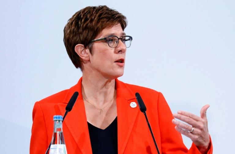 """Kramp-Karrenbauer sieht in Kompromiss zur Frauenquote in Vorständen """"Durchbruch"""" (© 2020 AFP)"""