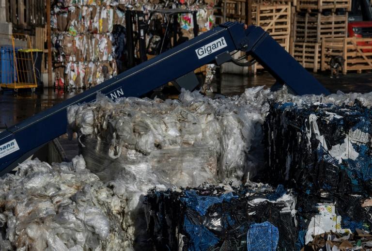 Bundestag beschließt Plastiktüten-Verbot (© 2020 AFP)