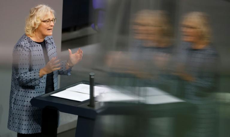 Lambrecht will illegalen Handel im Netz eindämmen (© 2020 AFP)