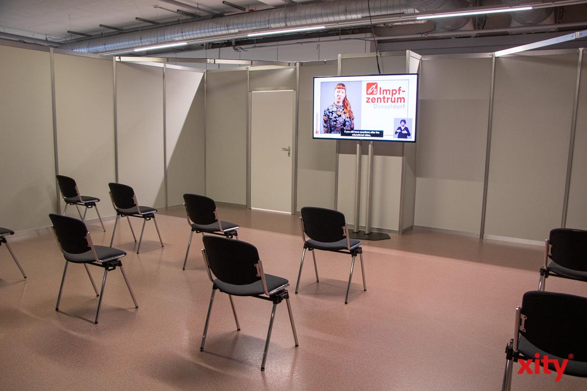 Im Impfzentrum werden die Besucher über die Impfung per Video informiert (Foto: xity)