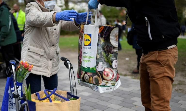 Diakonie fordert digitale Beteiligung auch für ärmere Menschen (© 2021 AFP)