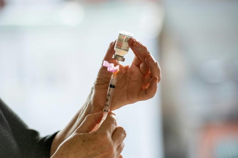 Bericht: Geimpfte sollen von Testpflicht für Reiserückkehrer befreit werden (© 2021 AFP)