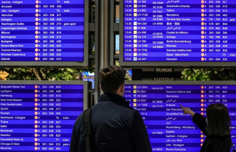Regierung plant mehrstufige Vorschriften für Reiserückkehrer (© 2021 AFP)