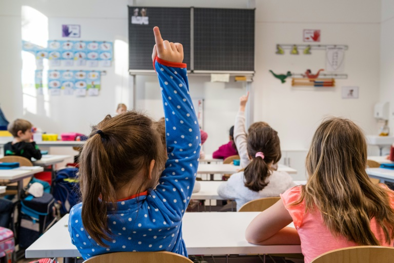 Dringende Forderungen nach vorgezogener Corona-Impfung für Lehrkräfte (© 2021 AFP)