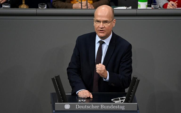 Unionsfraktions-Spitze warnt Abgeordnete vor Geschäftemacherei mit Corona-Masken (© 2021 AFP)