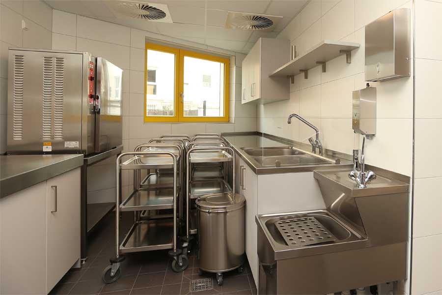 Integriert wurde auch eine neue großzügige Küche(Foto: Stadt Düsseldorf/David Young)
