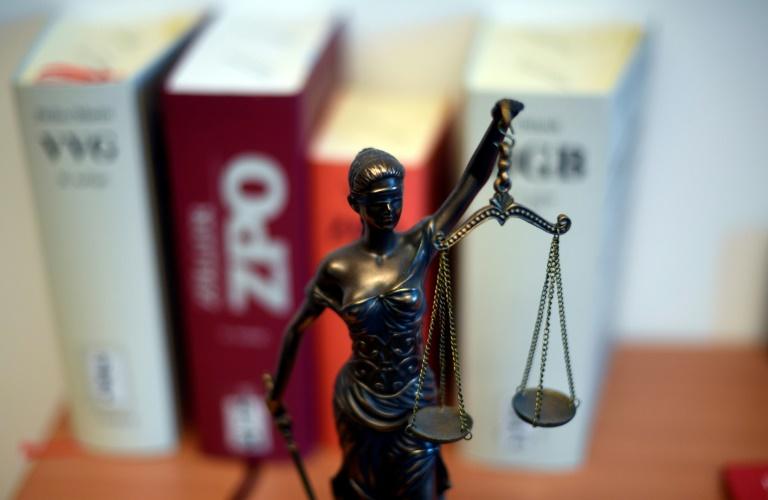 OVG: Suspendierung von Polizistin wegen rechter Chatnachrichten rechtswidrig (© 2021 AFP)
