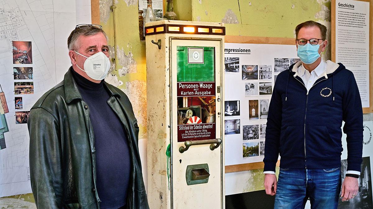 Alte Personenwaage des Stadtbads von Freischwimmern restauriert(Foto: Stadt Krefeld, Presse und Kommunikation, A. Bischof)