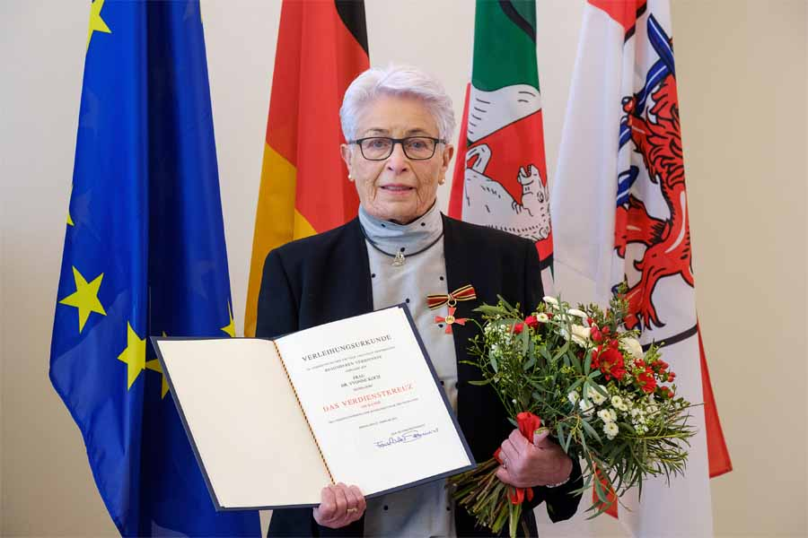 Bundesverdienstkreuz für Dr. Yvonne Koch (Foto: Stadt Düsseldorf/Uwe Schaffmeister)