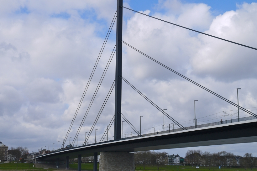 Kontrollmessung: Oberkasseler Brücke eine Nacht für den Kraftfahrzeugverkehr gesperrt (Foto: xity)