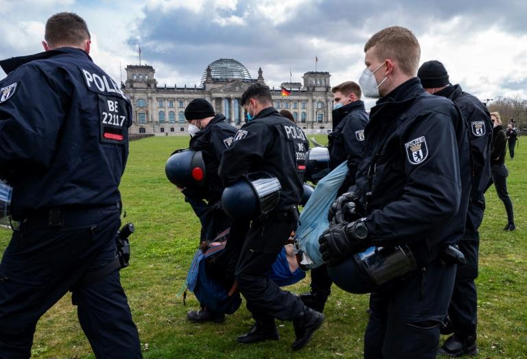 Polizeigewerkschaft fordert mehr Unterstützung für Orsdnungshüter in der Pandemie (© 2021 AFP)