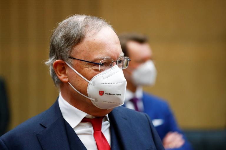"""Polizei verhindert """"Querdenker""""-Demonstration vor Haus von Ministerpräsident Weil (© 2021 AFP)"""