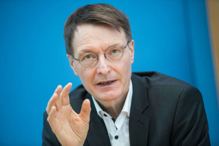 Lauterbach mit Astrazeneca geimpft (© 2021 AFP)