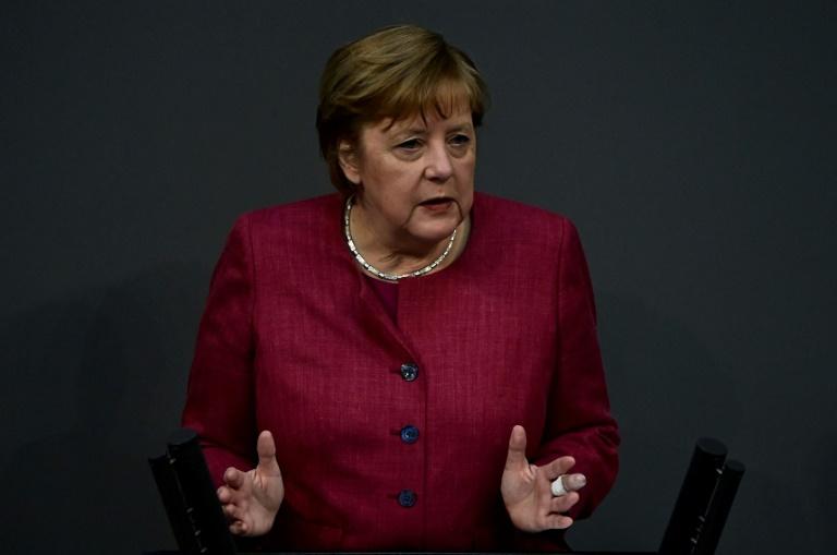 Merkel mit Astrazeneca gegen Coronavirus geimpft (© 2021 AFP)