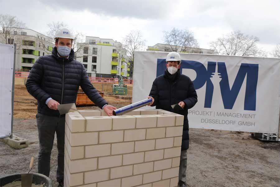 Stadtdirektor Burkhard Hintzsche (r.) und Michael Köhler von der IPM (Foto: Stadt Düsseldorf/Ingo Lammert)