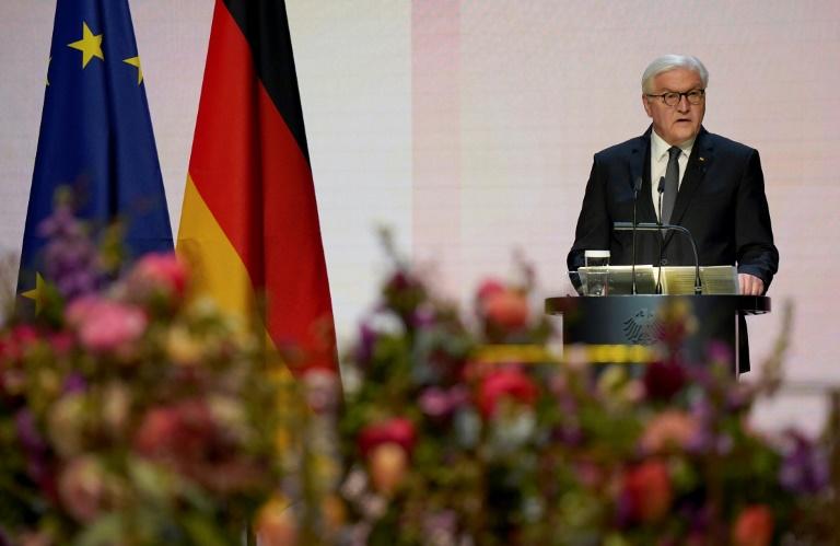 """Steinmeier spricht bei Gedenken für Verstorbene von einer """"dunklen Zeit"""" (© 2021 AFP)"""